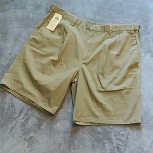NWT Hagger men's size 40 pleated khaki shorts